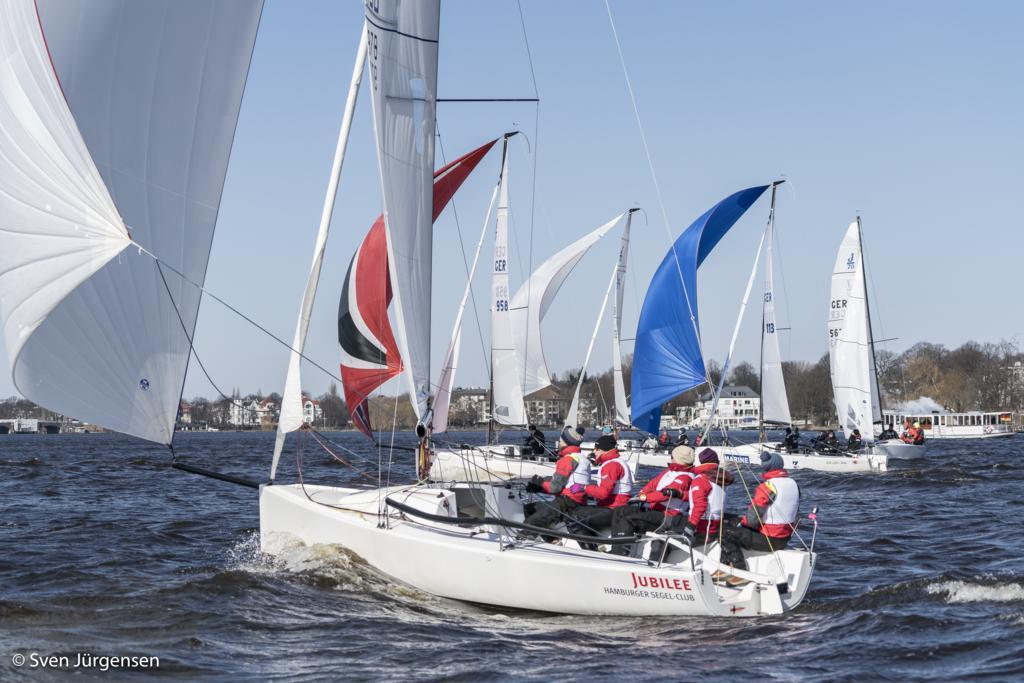 28 Crews eröffnen die Segelsaison auf der Außenalster – mit dabei: 3 Helga Cup Teams